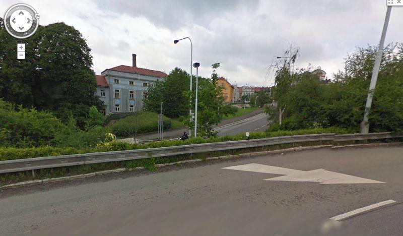 nájezd do Heydrichovy zatáčky viděný směrem ke Kobylisům