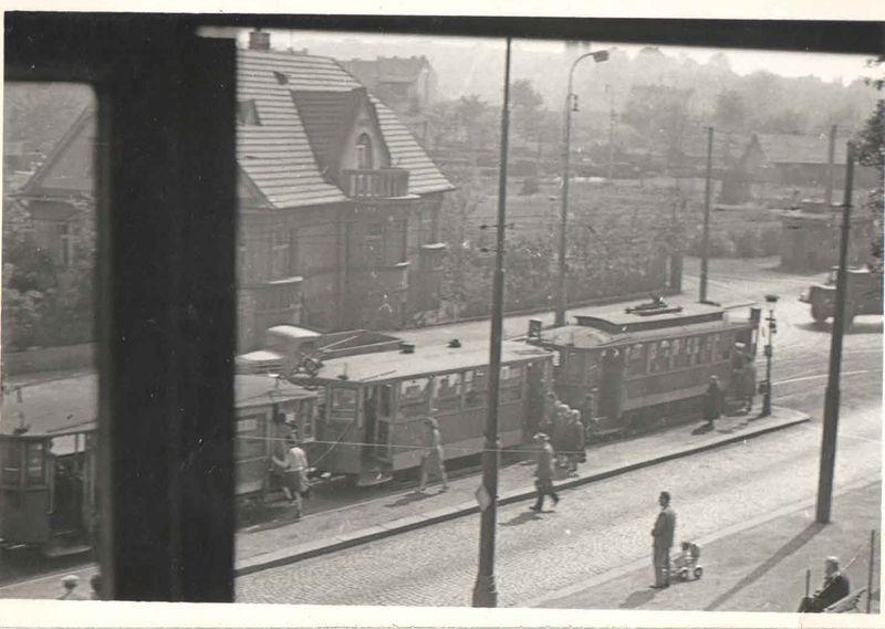 pohled z budovy Promethea na vjezd do Heydrichovy zatáčky